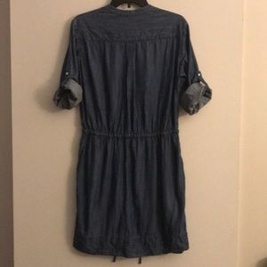 Gap denim dress with waist tie and pockets!